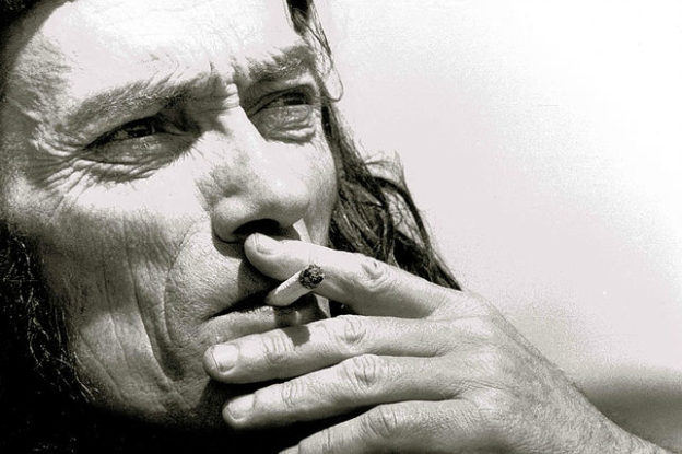 Xavier Grall fumant