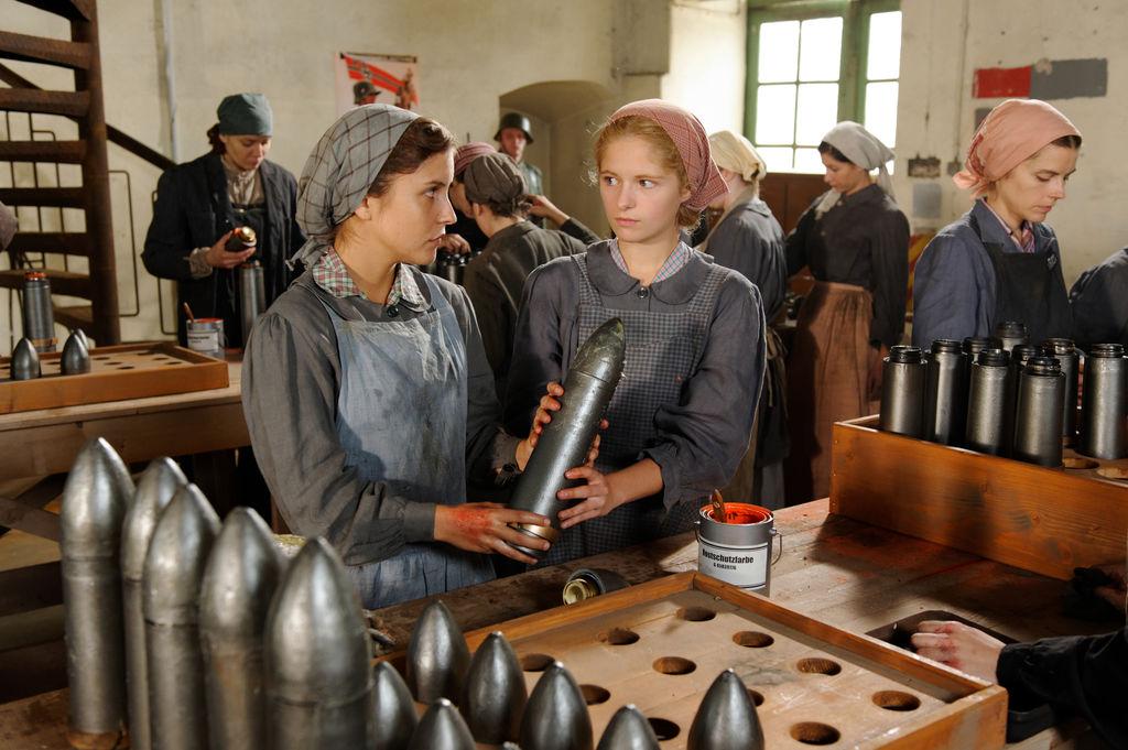 Les femmes dans les usines de munitions