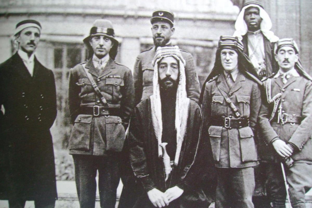 Le prince Fayçal et Lawrence d'Arabie