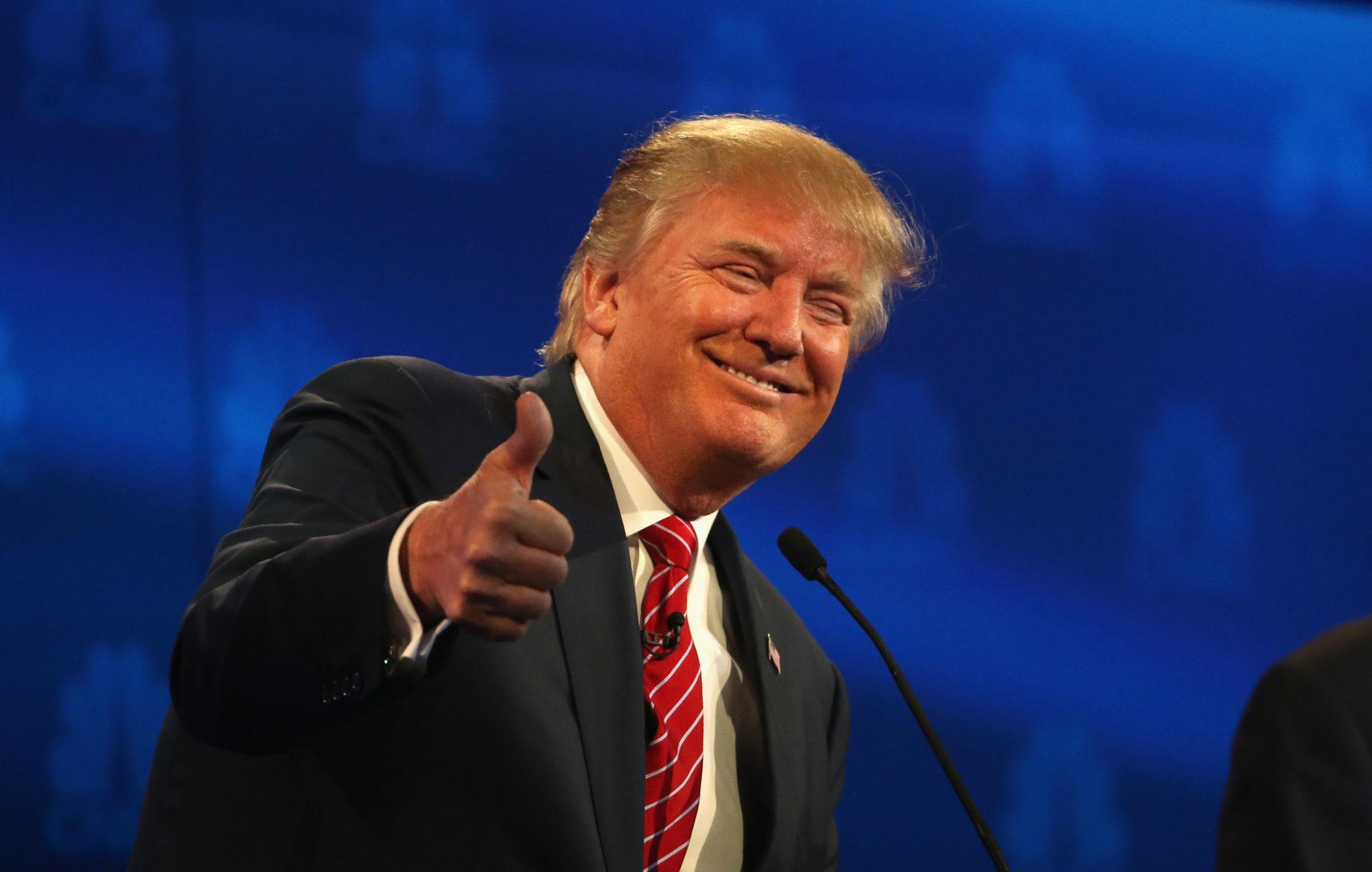 Le président américain Donald Trump montrant sa satisfaction