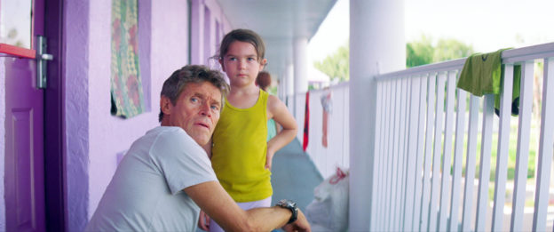 Willem Dafoe et Brooklynn dans The Florida Project