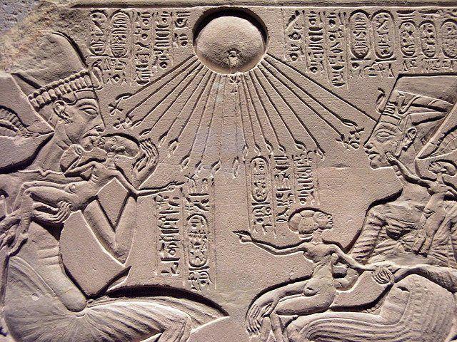 Pharaon et son épouse jouant avec leurs filles