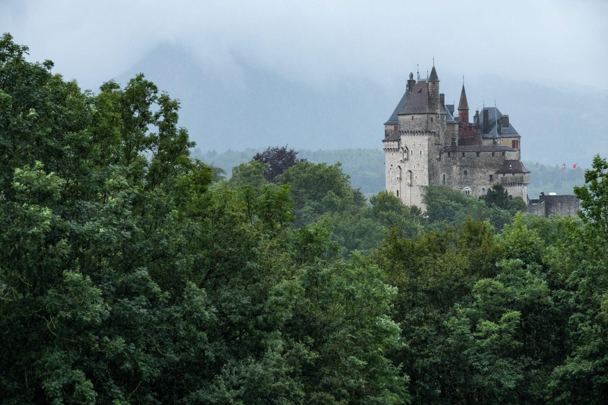 Chateau en Dordogne dans la forêt