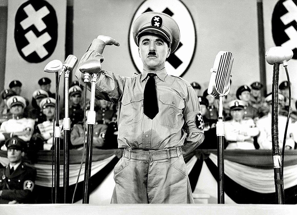 Charlie Chaplin dans Le Dictateur (1940)