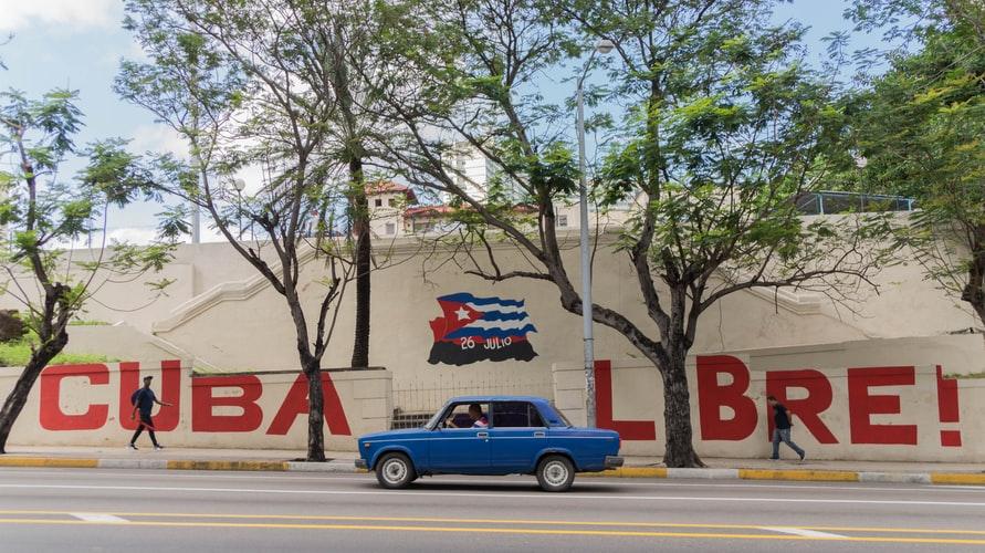 Grafiti prônant la liberté sur un mur à Cuba